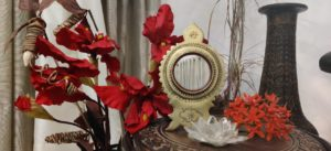 Aranmula kannadi and red flowers